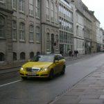 UberPOP strauchelt international – Schweizer Taxigewerbe vorsichtig optimistisch