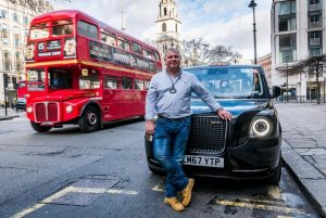 David Harris mit dem ersten TX Back Cab Foto: LEVC