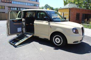 Die gegenläufig angeschlagenen Türen haben beim London Taxi Tradition Foto: Taxi Times / Thomas Müller