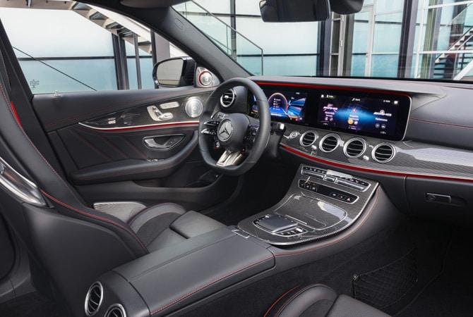 Neben den großen Monitoren ist das Lenkrad eine der auffälligsten Neuerungen. Foto: Daimler AG